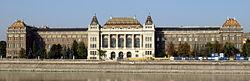 BME Központi épülete a Duna felől 2007-ben