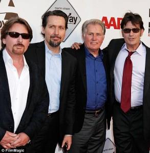 Balról: Emilio Estevez, Ramon Louis Estevez, Martin Sheen és Charlie Sheen