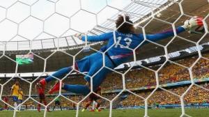 A FIFA honlapján a mexikói válogatott kapusát, Guillermo Ochoát választották meg a Brazília elleni mérkőzés legjobbjának.