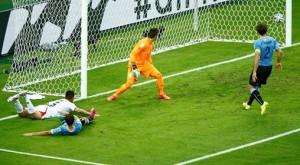 Uruguay 1-3 Costa Rica