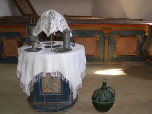 Templom belső keresztelő medencével